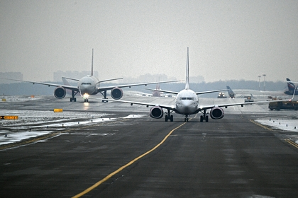 В Москве приземлился самолет со сломанным шасси