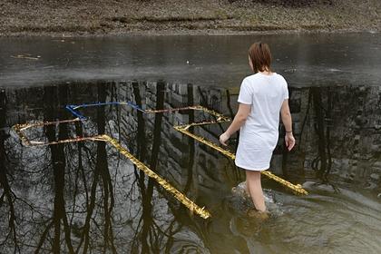 Вирусологи рассказали о риске заразиться COVID-19 во время крещенских купаний