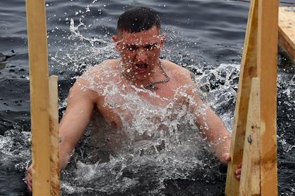 Раскрыта доля участвующих в крещенских купаниях россиян