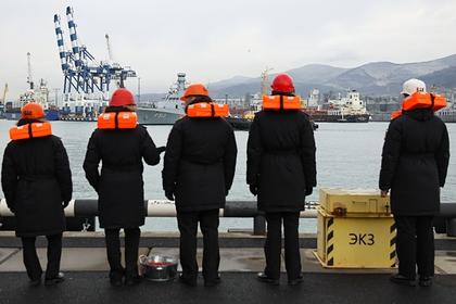 Спасение моряков с затонувшего украинского сухогруза приостановлено