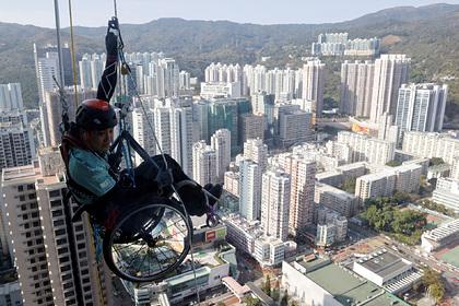 Скалолаз на инвалидной коляске залез на 250-метровый небоскреб