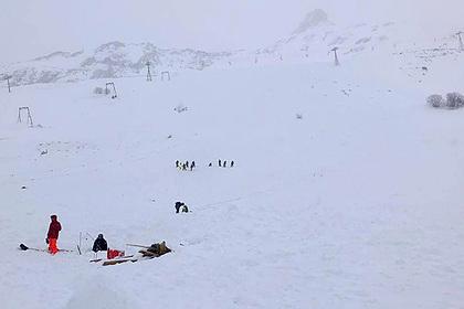 Стало известно о первом погибшем при сходе лавины на российском курорте