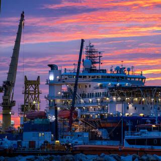 «Академик Черский» в порту Мукран