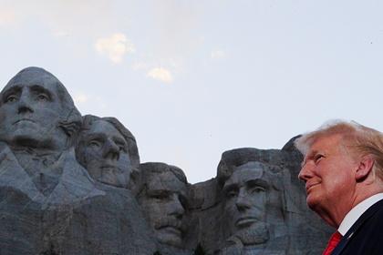 Трамп распорядился поставить памятники Коби Брайнту и Стиву Джобсу