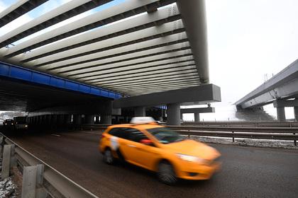 Таксист заставил пассажирку отдать 17 тысяч за дорогу между зданиями Шереметьево