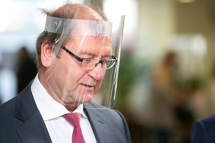 Придумавшего «антиковидную воду» евродепутата уволили за гомофобию