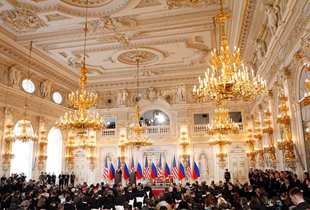 Обама и Медведев дают пресс-конференцию в Праге после подписания СНВ-3, 2010 год