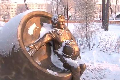 Жители российского города раскритиковали памятник «беременной» Терешковой