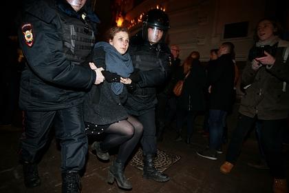 Участниц Pussy Riot арестовали после наезда на полицейского в Москве