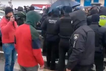 Одесские моряки перекрыли дорогу в Киев в знак протеста против коррупции