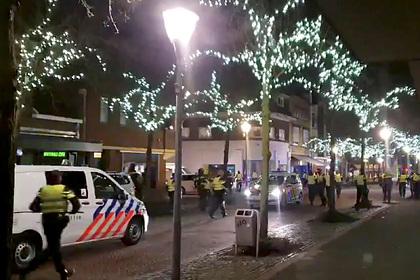 Более 150 человек задержали на антикарантинных протестах в Нидерландах