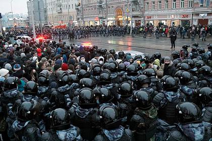 Участников митинга в Москве задержали за насилие в отношении полицейских