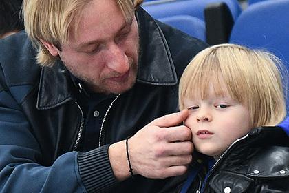 Судебно-психиатрическую экспертизу сына Плющенко связали с уголовным делом