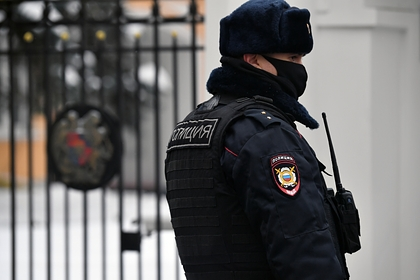 Подозреваемый в нападении на полицейских во время митинга россиянин сдался