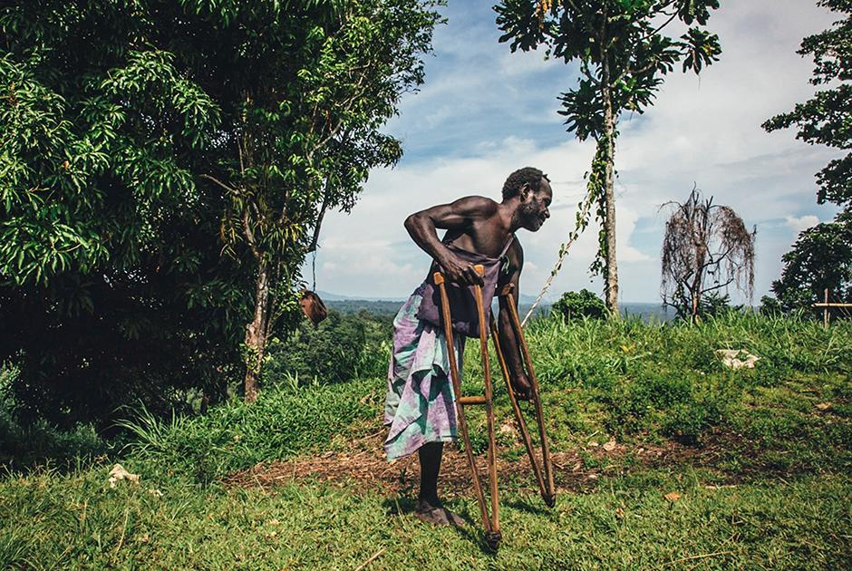 Патрик Колеси, 45 лет, в своей деревне Васкувири