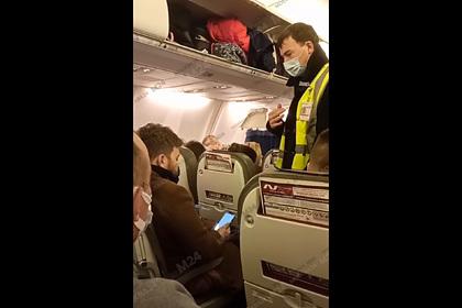 Пассажир вылетающего в Москву самолета отказался от маски и остался в Сочи