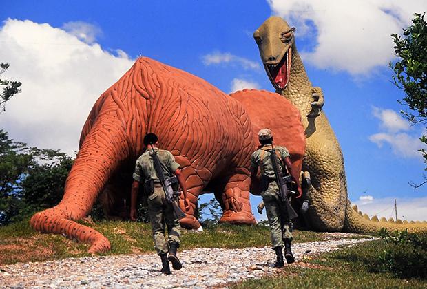 Бетонные динозавры, которых Эскобар заказал для своего сына, 1989 год