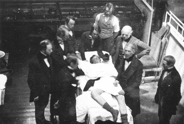 Уильям Мортон проводит первый в мире наркоз (16 октября 1846 года)