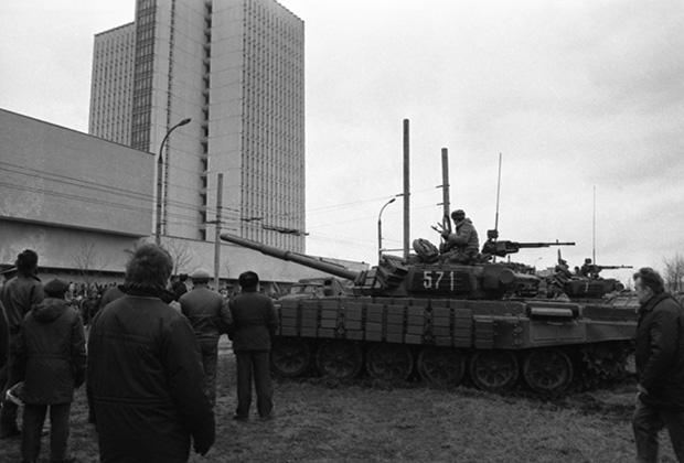 События в Вильнюсе 11-13 января 1991 года. Десантники у Дома печати