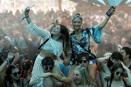 Крупнейший музыкальный фестиваль мира вновь отменили из-за коронавируса