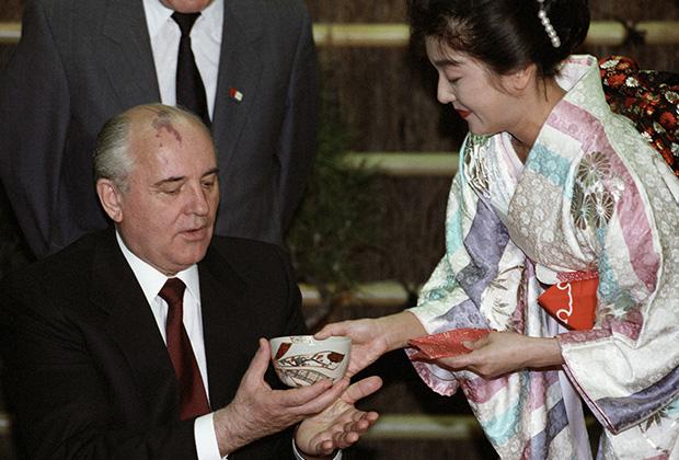 Михаил Горбачев во время официального визита в Японию в 1991 году