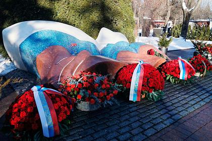 Путин пришел на могилу Ельцина