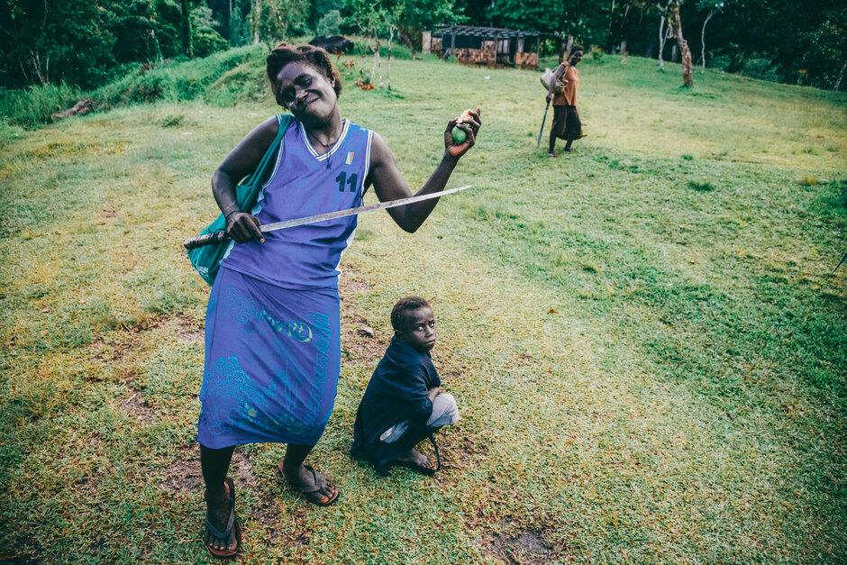 Жительница Бугенвиля с бетельным орехом