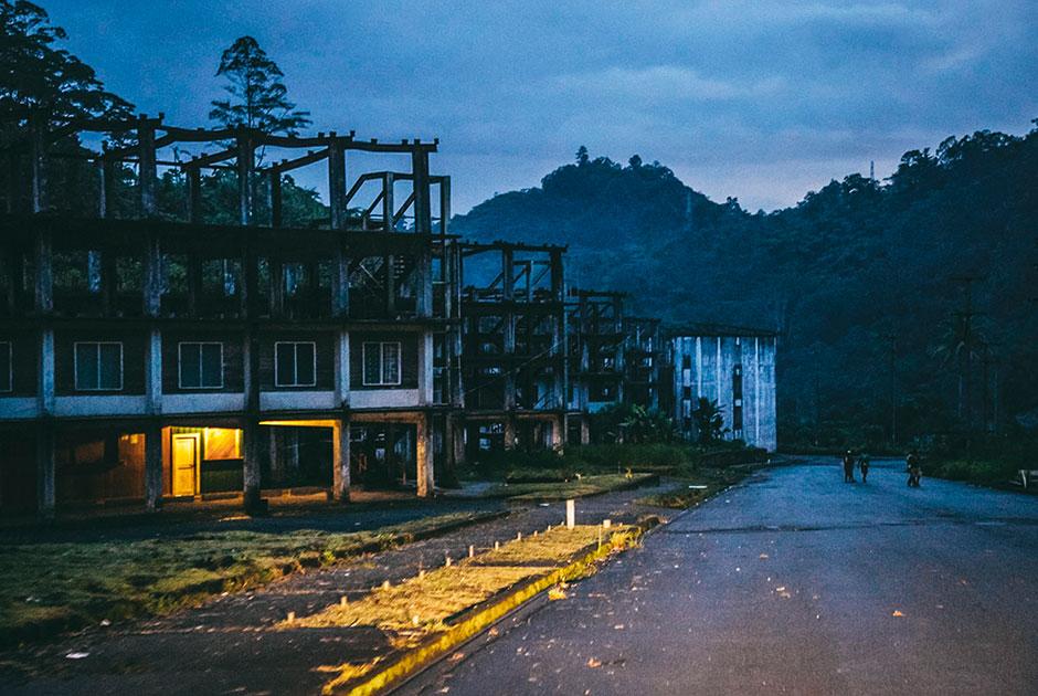 Заброшенный рабочий поселок Пангуна у рудников