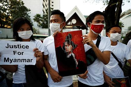 В Мьянме начались протесты против военного переворота