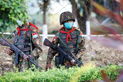 Военные на улицах Мьянмы