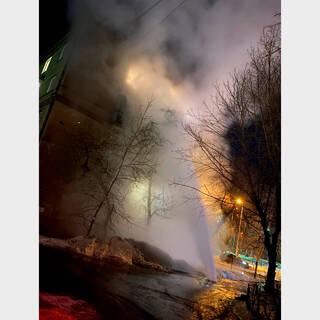 Фонтан кипятка высотой в четыре этажа удивил жителей российского города