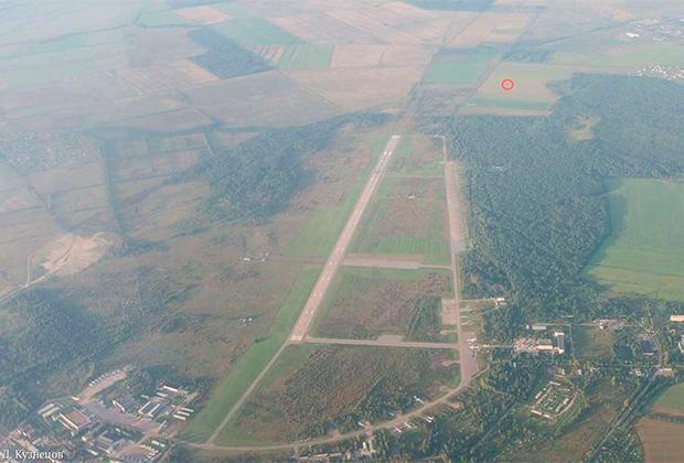 Военный аэродром Пушкин. Красным отмечено место крушения Ту-104