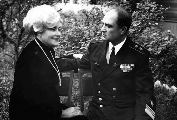 Командующий Тихоокеанским флотом адмирал Эмиль Спиридонов с женой