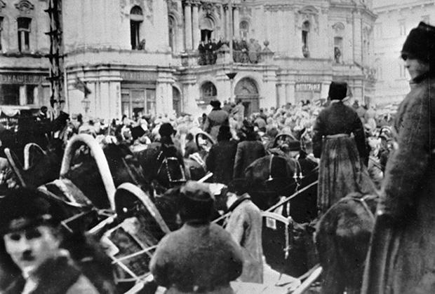 На улицах Киева в первые дни Великой Октябрьской социалистической революции