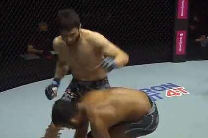 Боец MMA нокаутировал оппонента за минуту