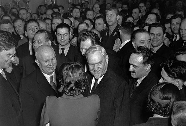 Хрущев среди делегатов ХХ съезда КПСС