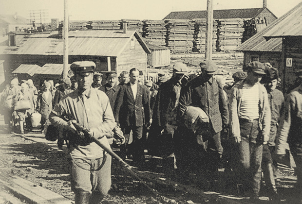 Заключенные в Соловецком лагере
