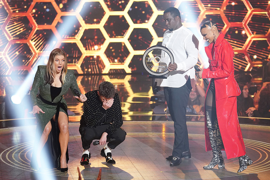 """THE FOUR: BATTLE FOR STARDOM: L-R: Host Fergie, Season Two winner James Graham, judge Sean """"Diddy"""" Combs and contestant Sharaya J in the """"The Finale"""" Season Two finale episode of THE FOUR: BATTLE FOR STARDOM airing Thursday, August 2 (8:00-10:00 PM ET/PT) on FOX."""