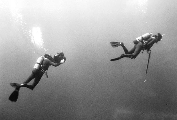 Кадр из фильма «Синяя вода, белая смерть»