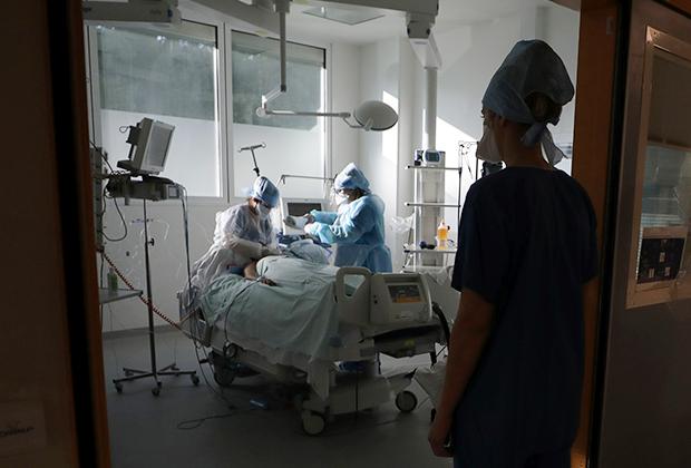 В отделении интенсивной терапии госпиталя La Timone (Марсель, Франция)