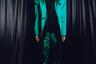 Всего несколько лет назад костюмы из переливающейся ткани считались одной из главных модных ошибок, но теперь — манекенщики вовсю дефилируют в подобных образах на показах известных дизайнеров. Бренд LRS не только вспомнил об «антитренде» из прошлого, но и представил пиджаки с гипертрофированно крупными плечами — тенденцией нового года.