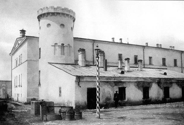 Бутырский тюремный замок с Пугачевской башней (1880-е годы)
