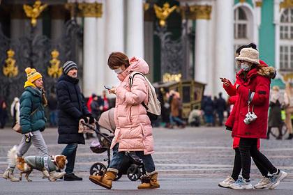 Китайскую туристку поразили выражения лиц русских во время поездки в Россию