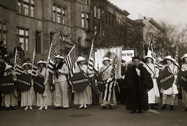 Парад суфражисток в Нью-Йорке