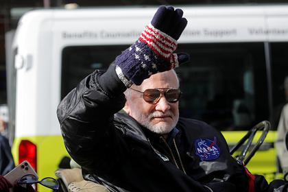 Побывавший на Луне астронавт отреагировал на посадку американского марсохода: Мир: Lenta.ru