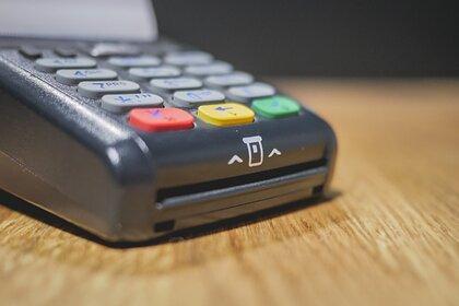 Эксперт раскрыла способ сэкономить при оплате покупок картой: Госэкономика: Экономика: Lenta.ru