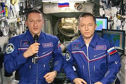 Космонавты поздравили россиян с Днем защитника Отечества