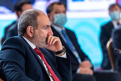 Пашинян объяснил заявление военных о его отставке эмоциональной реакцией
