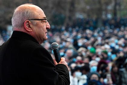 Лидер армянской оппозиции призвал сторонников собраться у здания правительства