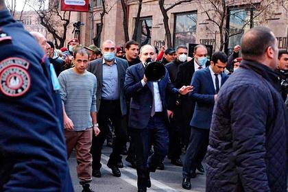 Спецслужбисты отказались поддержать военных и встали на сторону Пашиняна